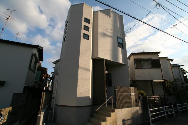 碧天の似合う制震の家 末成町M様邸 1|逆瀬川はうじんぐ施工事例