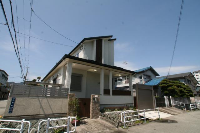 大きなアプローチの和モダンなお家 1|宝塚市の逆瀬川はうじんぐ施工事例