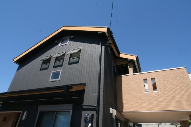 杉無垢板に包まれた「ホッ」とする家 逆瀬川S様邸 1|逆瀬川はうじんぐ施工事例
