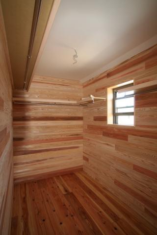 杉無垢板に包まれた「ホッ」とする家 逆瀬川S様邸 8|逆瀬川はうじんぐ施工事例