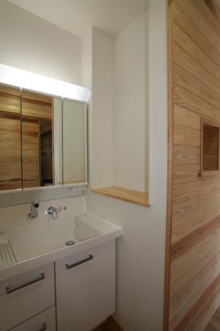 杉無垢板に包まれた「ホッ」とする家 逆瀬川S様邸 9|逆瀬川はうじんぐ施工事例