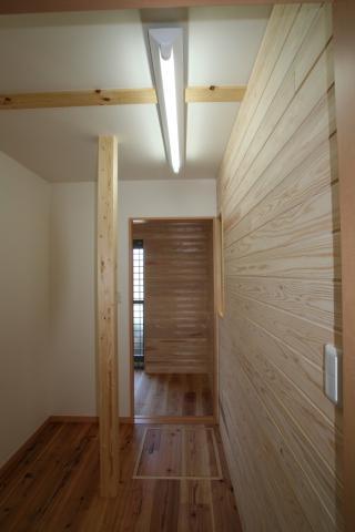 杉無垢板に包まれた「ホッ」とする家 逆瀬川S様邸 13|逆瀬川はうじんぐ施工事例